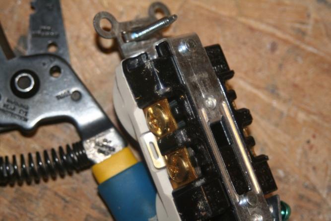 screw down type receptacles-img_5334.jpg