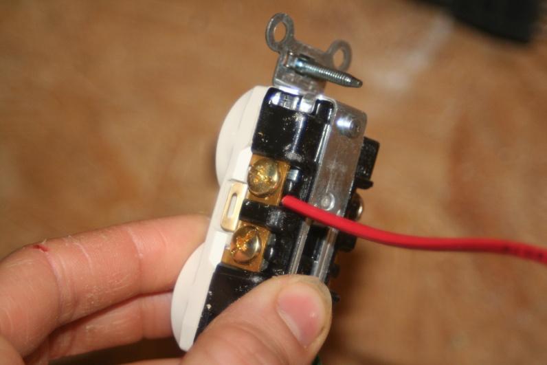 screw down type receptacles-img_5338.jpg