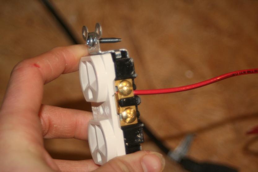 screw down type receptacles-img_5342.jpg