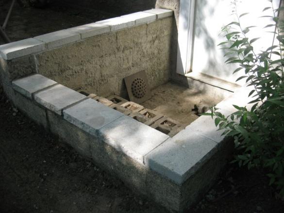 Rebuild concrete steps leading to basement-img_5585.jpg