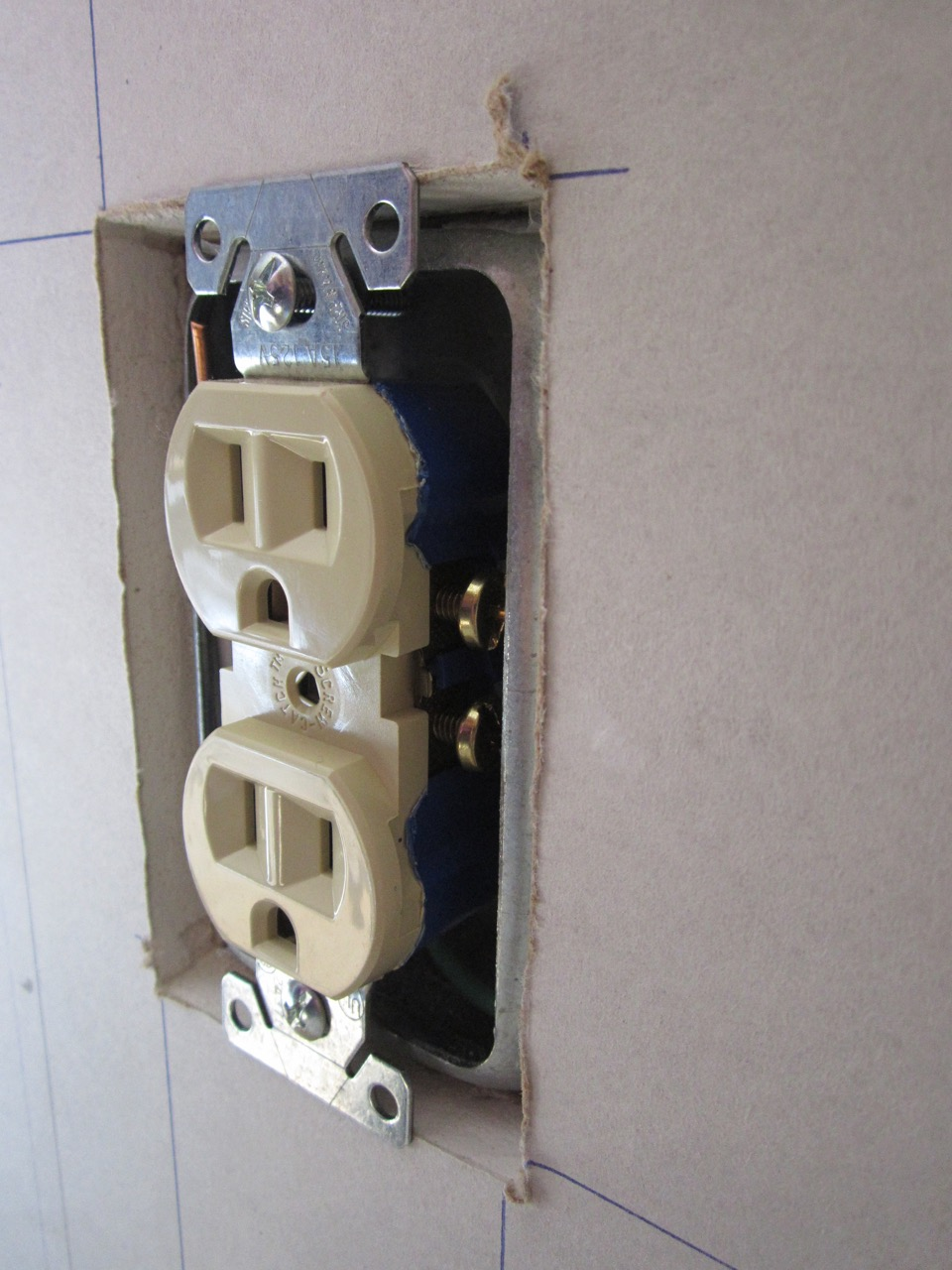 Drywall fit around boxes and mud rings--device support-img_6458.jpg