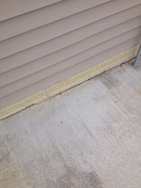 concrete slab poor against foundation without a expansion joint-img_7853.jpg