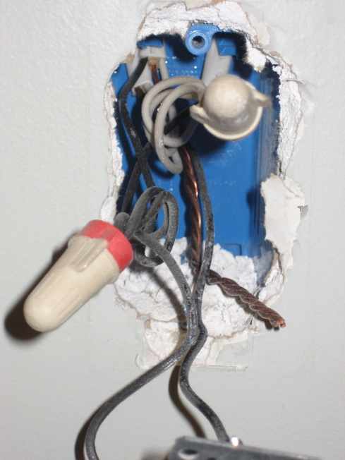 New outlet using power from a nearby switch.-img_7941.jpg
