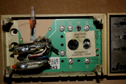 replacing janitrol heat pump thermostat electrical diy chatroom janitrol hpt18 6.0 digital replacement replacing janitrol heat pump thermostat img_8028 jpg