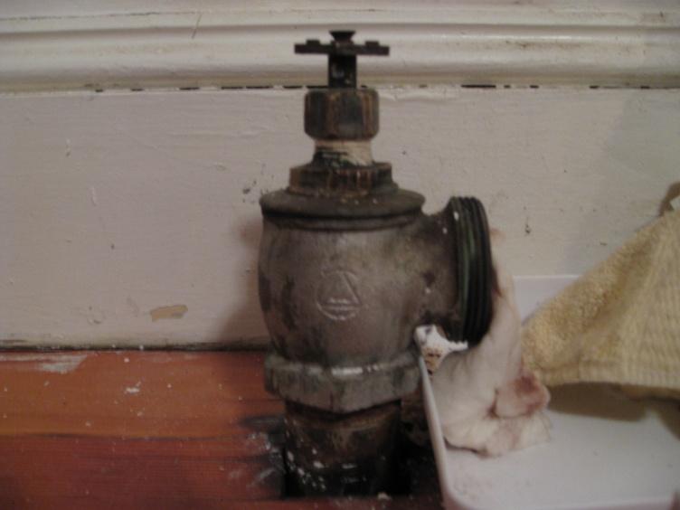 leaking steam radiator valve-img_8319.jpg