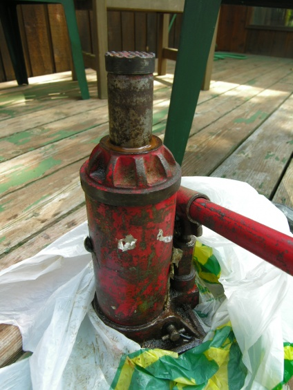 can a hydraulic jack (an old one) be overfilled?-jack.jpg