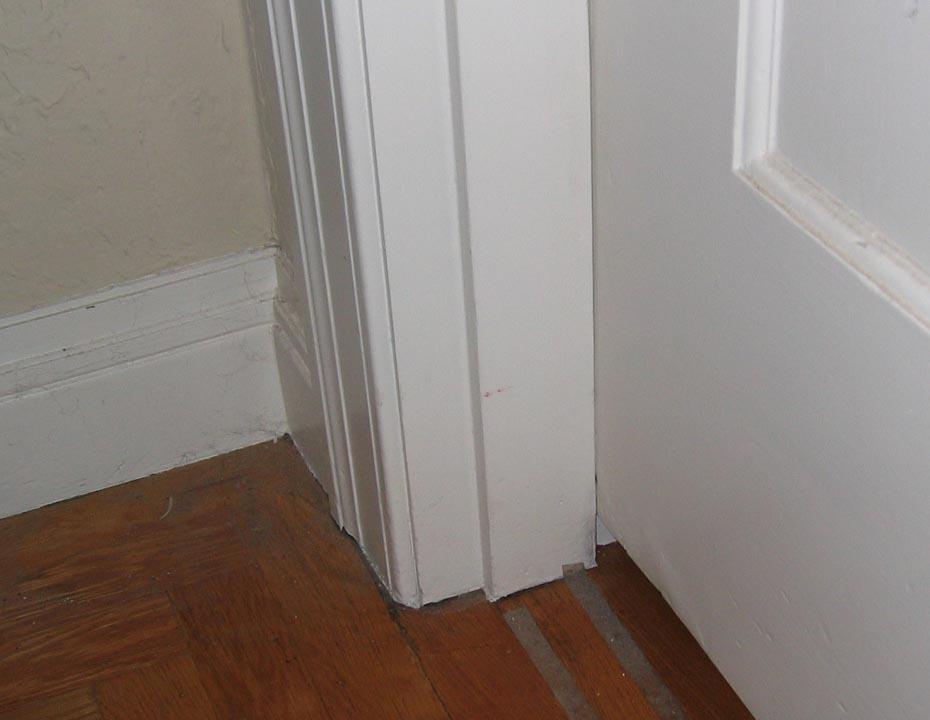 Interior doors won't close properly-jamb_bot.jpg