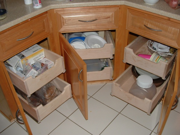 Where can i find these drawer glides?-kitchen-islad-pull-out-drawers-01a.jpg
