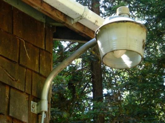 Can I install a self-ballasted CFL bulb into a ballasted fixture?-lightfixture3.jpg