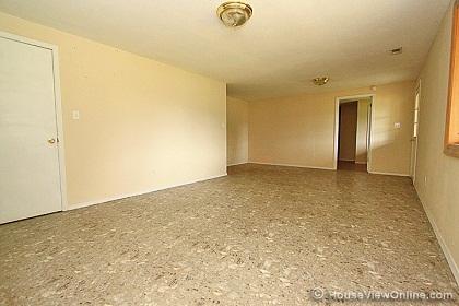 No support beams in basement?-lookingtowardlittleroom.jpg