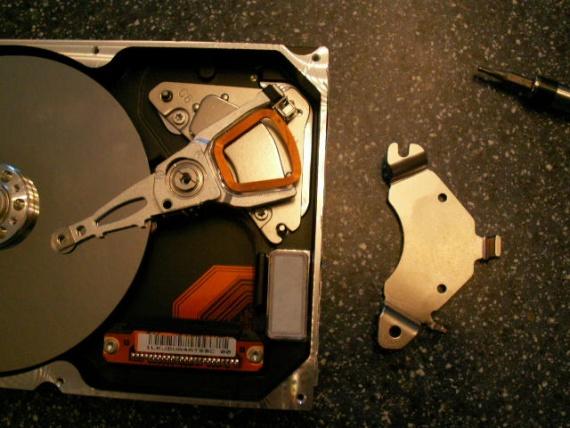 Get strong magnets for free-magnet-holder.jpg