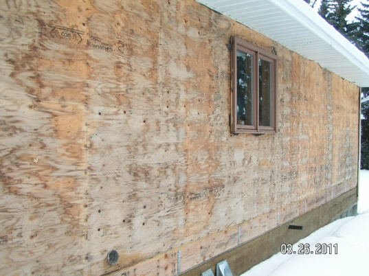 Moisture Discovered Between Vinyl Siding Tar Paper And
