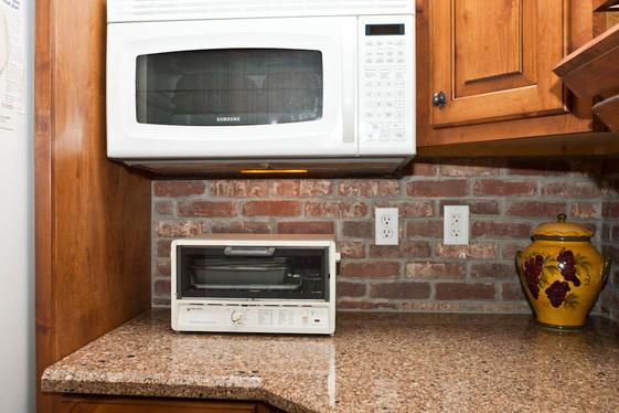 Barrier between kichen sink & washer/dryer-mth_8961.jpg