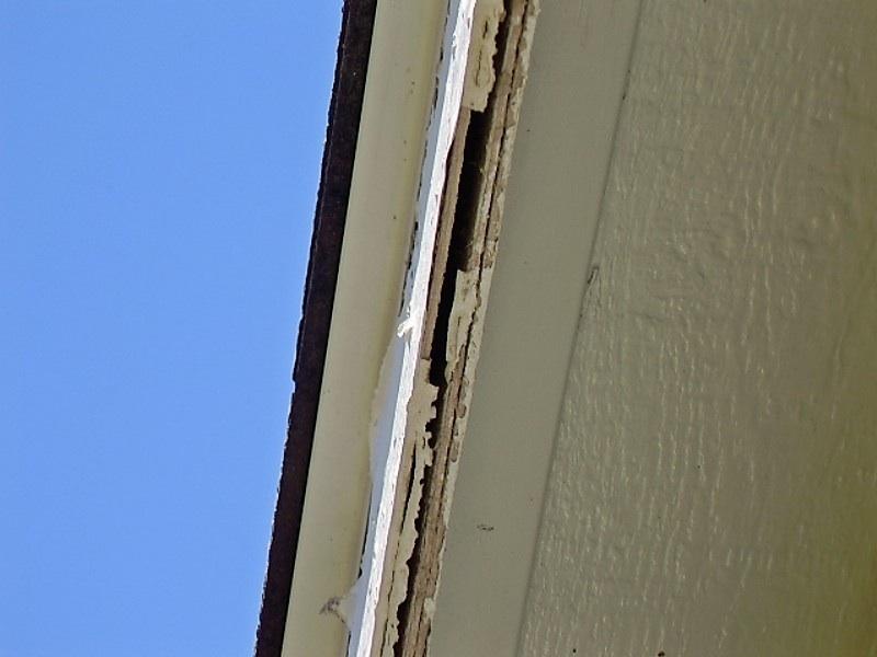 Fascia separating from eaves-n-side-facia-looking-up.jpg