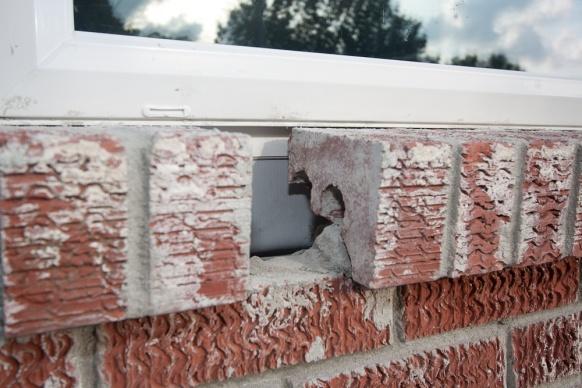 Caulking Vinyl Windows in brick-new-brick_-img_9144.jpg