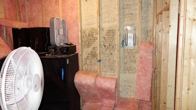 What to do for Spray Foam Smell?-northwall.bad.large_area.zoome_out.jpg