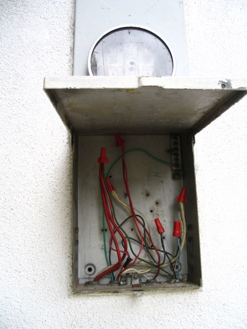 Enclosure for old exterior Electrical Box-oldbox.jpg