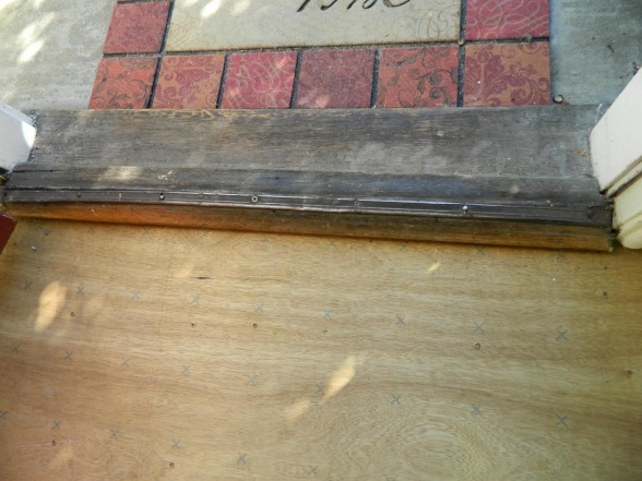 waterproofing under threshold-oldthresc.jpg
