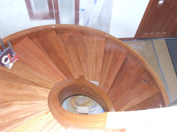 staircase remodel: removing riser-open-stringer-1.jpg