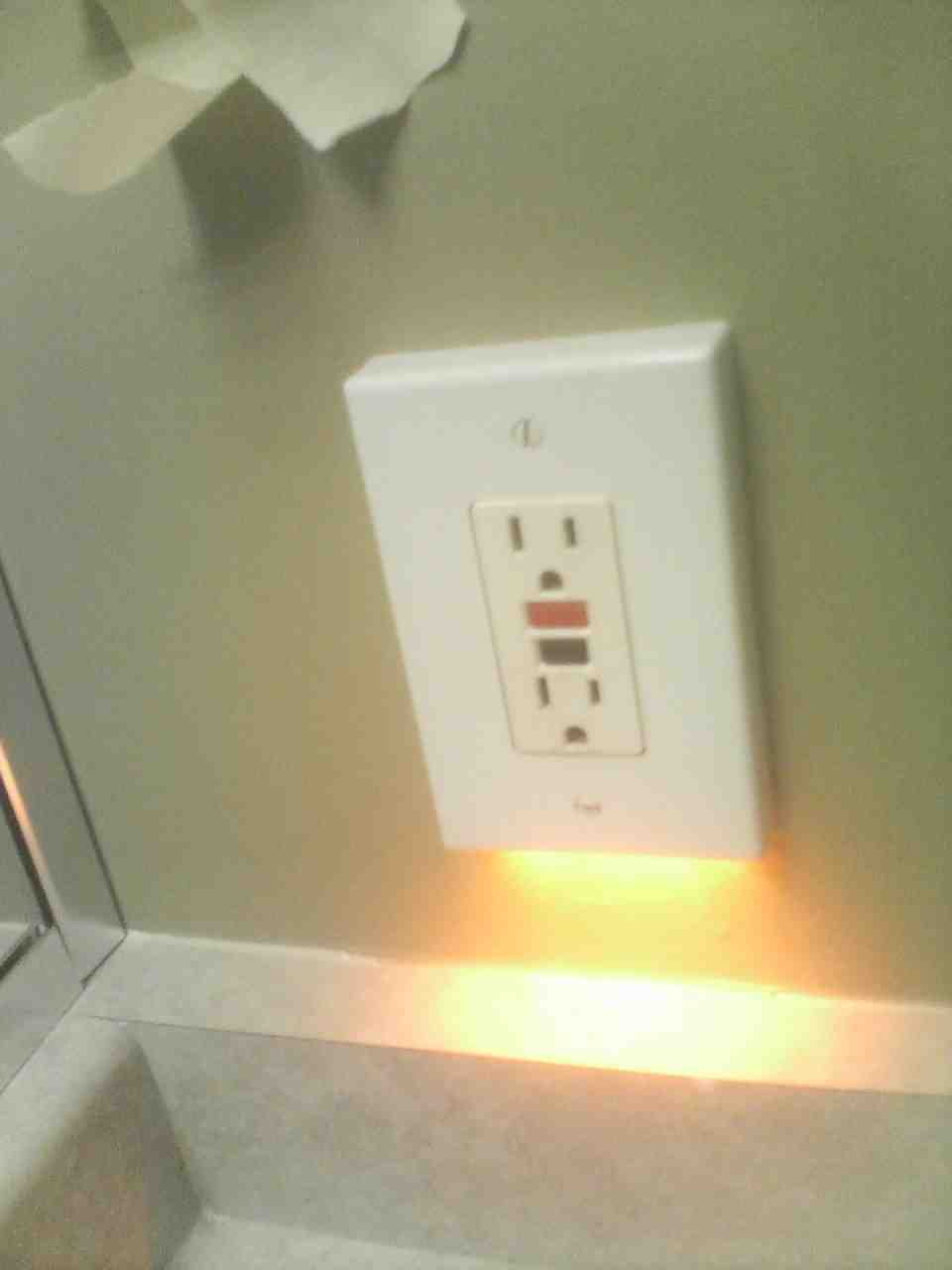 Night light outlet electrical diy chatroom home improvement forum night light outlet outletg aloadofball Choice Image