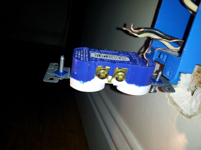 Replaced outlet and need help.-outlet.jpg