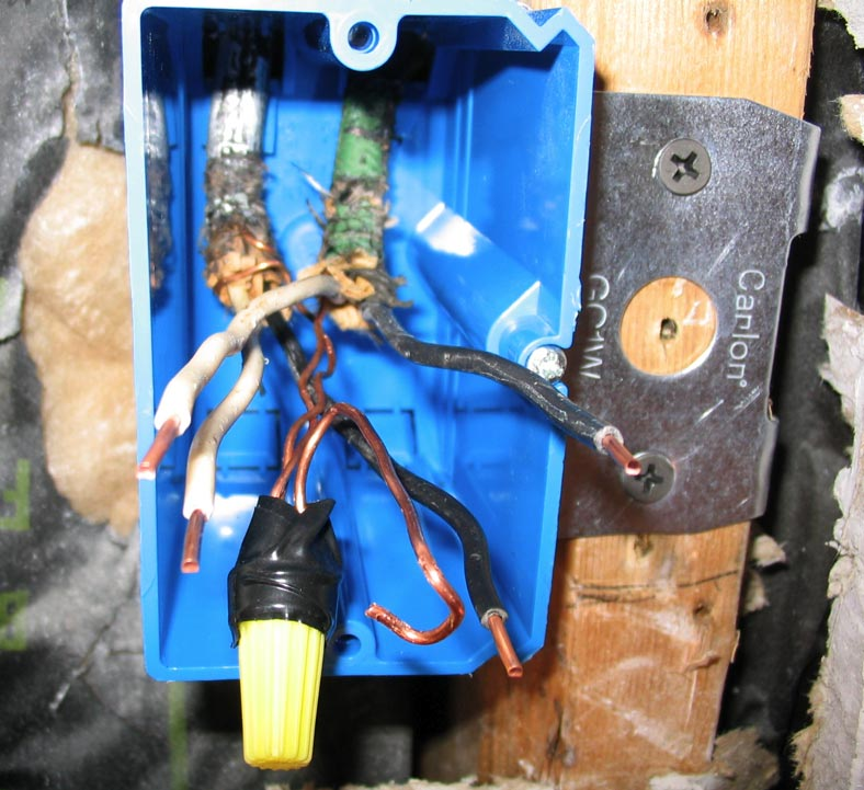 does sheathing have to be inside outlet box?-outlet1b.jpg