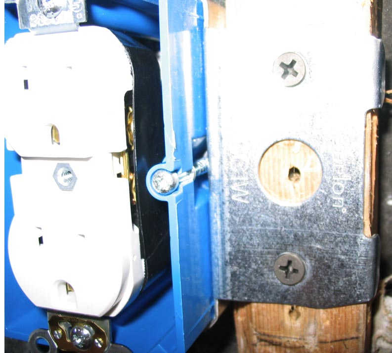 does sheathing have to be inside outlet box?-outlet1e.jpg