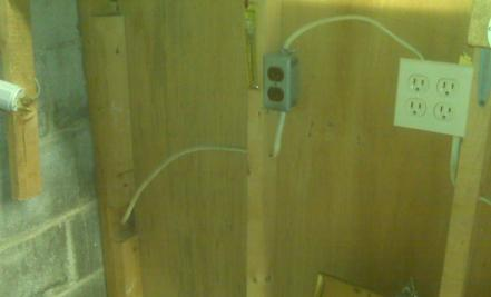Broken wiring for outdoor lamp-outlet2.jpg