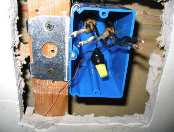 does sheathing have to be inside outlet box?-outlet2b.jpg
