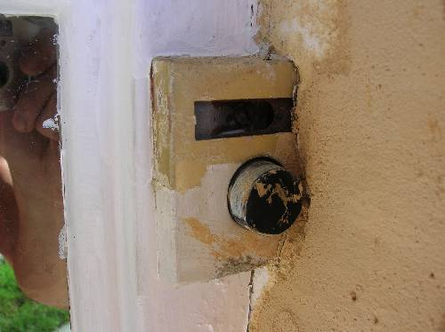 how to replace, or maybe swap, this odd doorbell setup-outside-oldschool-doorbell.jpg