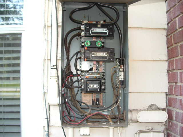 Federal Pacific stab-lock circuit breaker-outside-opened.jpg