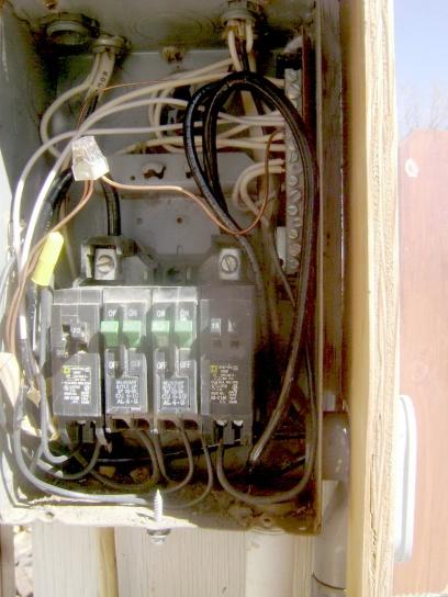 Can circuit breakers be in series?-outside-panel72dip.jpg