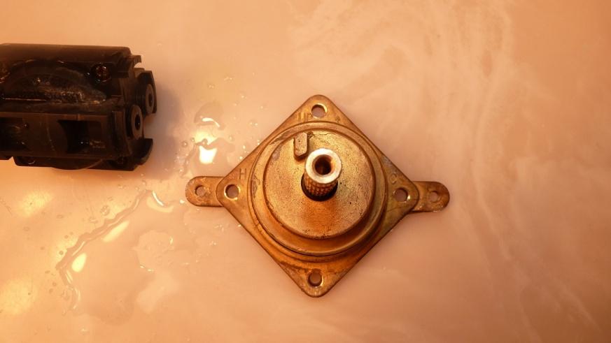 Mystery pressure balance cartridge-p1010431.jpg