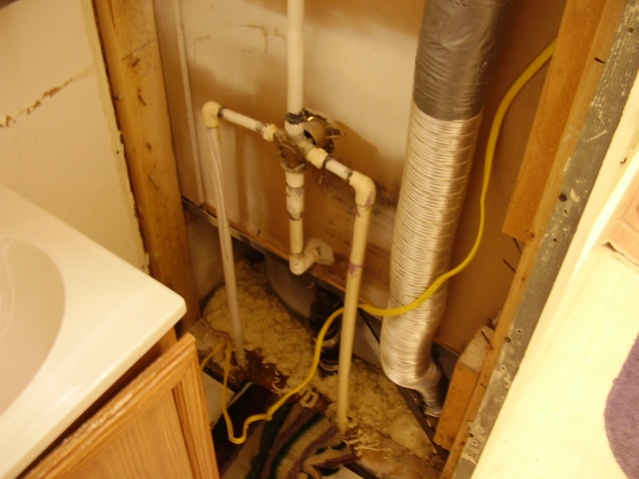 My bathroom needs a hillbilly repairman.-p1080012.jpg