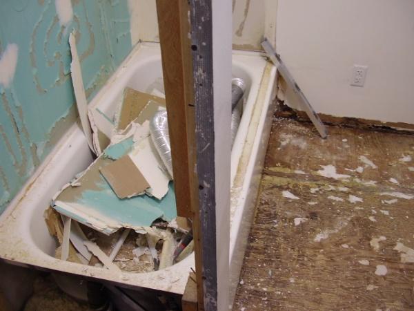 moldy wet sheetrock at base of bathtub-p1100050.jpg
