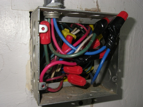 is it possible to enlarge a junction box?-p1110003.jpg