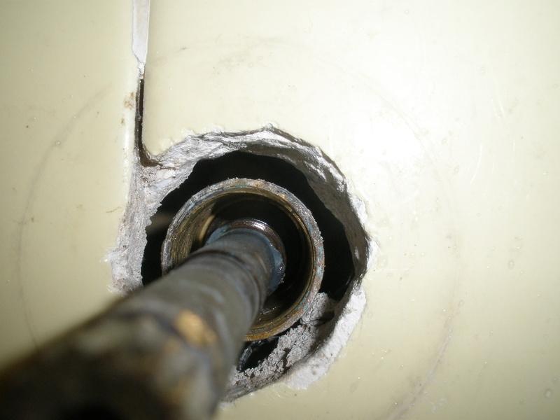 bathtub 3 handle stem removal-p1190058.jpg
