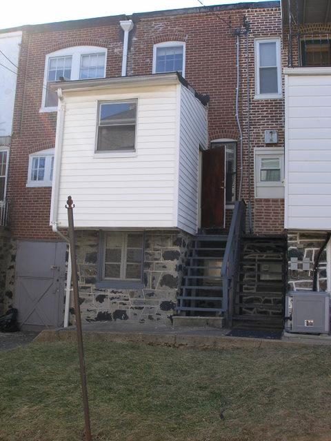 sagging kitchen off back of house-p3020034.jpg