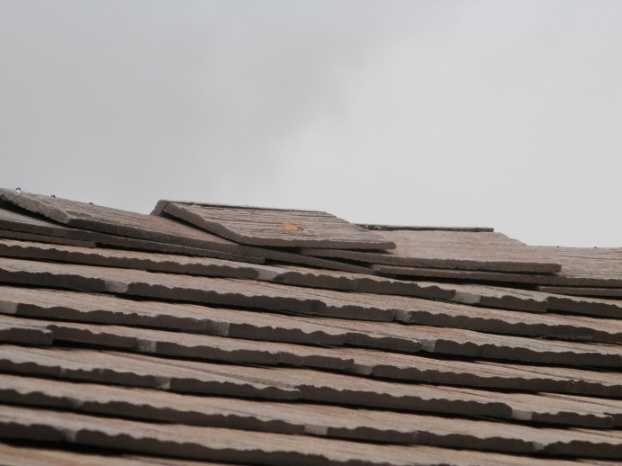Looking for advice on roof repair-p4140244.jpg