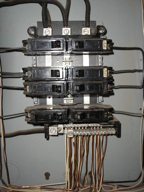 GE Panelboard with no hot lugs??-p9100293.jpg