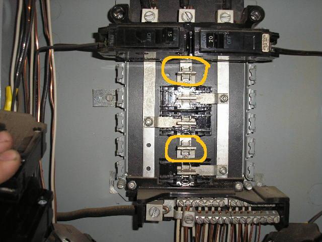 GE Panelboard with no hot lugs??-p9100294.jpg