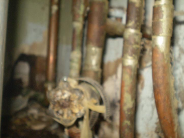 Main Water Shutoff Valve Inside leaking-p9180683.jpg