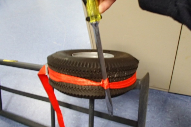 Seat a Tubeless Tire on a Dolley or lawnmower, ect...-pb010261.jpg