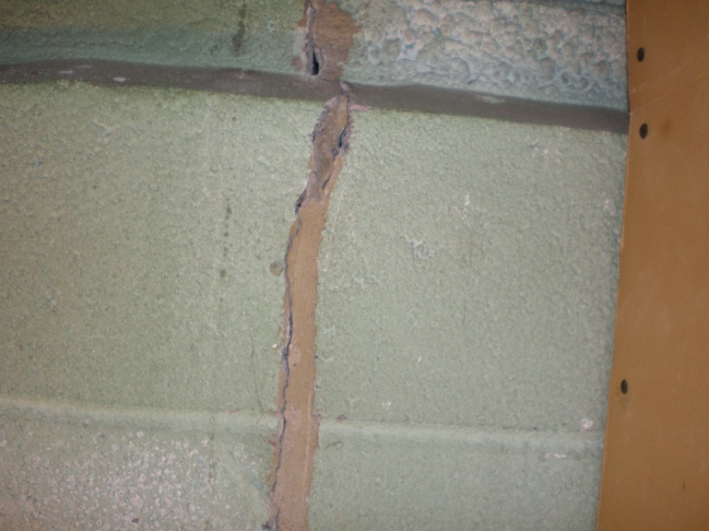 found an old foundation crack in block floor to ceiling-pb030770.jpg