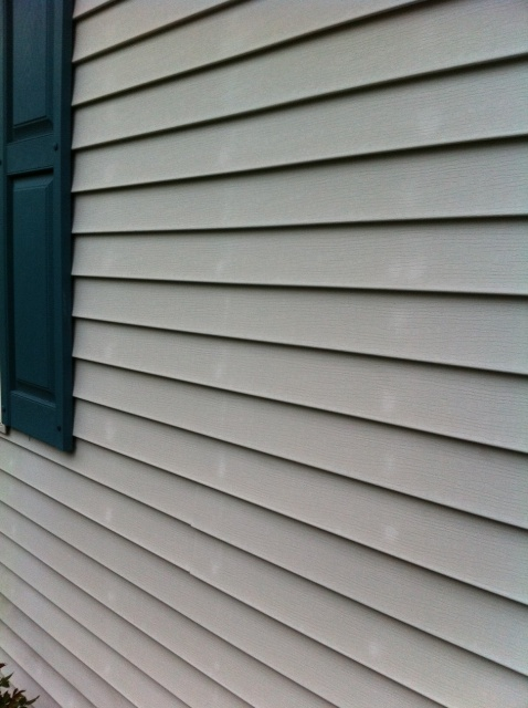 Vinyl siding, white spots?-photo-1-1-.jpg