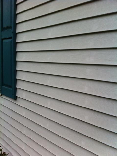 Vinyl siding, white spots?-photo-1-2-.jpg