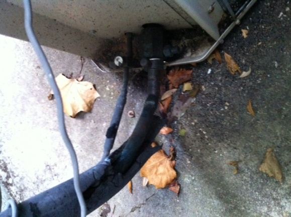 Insulation missing from condensor pipes - Big deal?-photo-2-2-.jpg