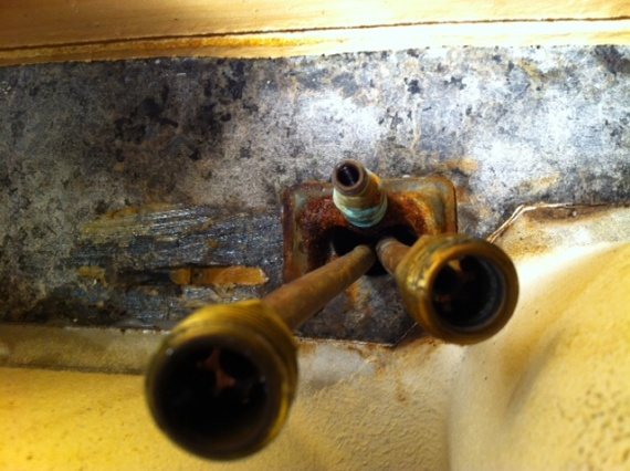 trouble removing old kitchen faucet photo 4 jpg - Removing Kitchen Faucet