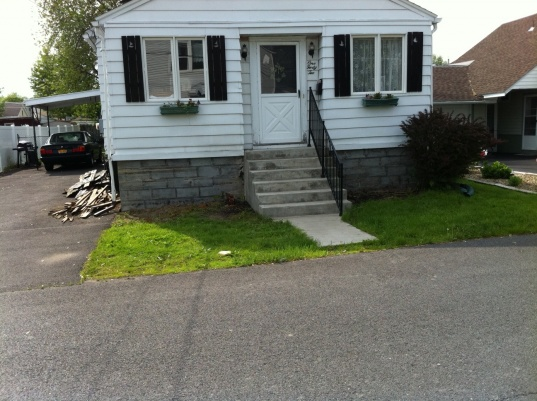 Help me with my tiny front yard!-photo.jpg