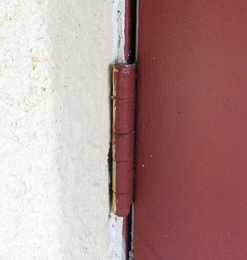 Where stucco meets the window & door; caulking-photo2-l1.jpg